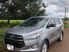 Cần bán lại xe Toyota Innova 2016, màu bạc xe gia đình