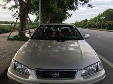 Xe Toyota Camry năm 2001, màu bạc, nhập khẩu số sàn