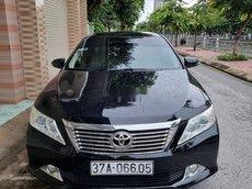 Cần bán Toyota Camry đời 2012, màu đen