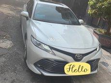 Xe Toyota Camry 2.5Q 2019, màu trắng, xe nhập