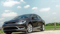 78.000 xe sedan Chrysler 200 bị triệu hồi do xe đột ngột dừng hoạt động