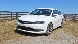 Chrysler 200 bị ngừng sản xuất trong 6 tuần do nhu cầu sụt giảm