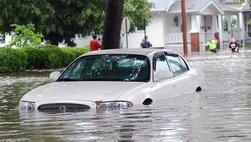 """Bảo hiểm thủy kích: """"Chiếc phao"""" của xe ô tô trong ngày ngập lụt"""