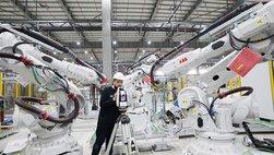 Khám phá dây chuyên sản xuất với 1.200 robot tự động của VinFast