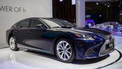 Ế ẩm tại Việt Nam nhưng Lexus vẫn tăng giá cao nhất 370 triệu đồng