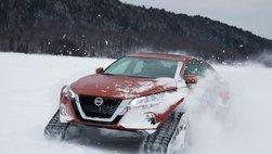 Nissan Altima 2019 bỏ bốn bánh, biến thành xe trượt tuyết