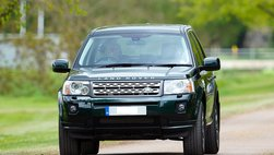 Nữ tài xế Kia đâm trúng chiếc SUV sang Land Rover Freelander 2 do phu quân Nữ hoàng Anh cầm lái