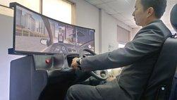 Học viên đào tạo lái xe sắp được thực hành tại khoang 'cabin tập lái 3D'