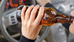 Lái xe ô tô như thế nào để không va chạm trên đường đông ngày Tết
