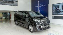 Cận cảnh chiếc Peugeot Traveller đầu tiên về đại lý chờ giao tới tay khách hàng
