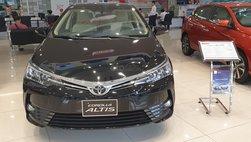 Đại lý hạ giá sốc cho Toyota Corolla Altis: Dọn đường cho phiên bản mới?