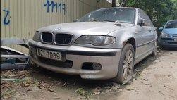 Xế sang BMW 3 Series đời cũ bị bỏ rơi tại Hà Nội