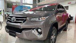 Giá xe Toyota Fortuner tại đại lý mới nhất tháng 8: Giảm tới 35 triệu, tặng nhiều phụ kiện hấp dẫn