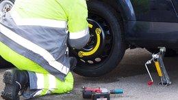 Cách thay lốp xe ô tô chuyên nghiệp