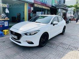Bán Mazda 3 Sedan 1.5AT 2018 màu trắng xe đẹp, lăn bánh 53.000km