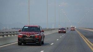 Những hình ảnh đoàn xe VinFast LUX A2.0 và SA2.0 chạy xuyên Việt