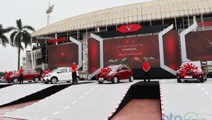 VinFast chính thức bàn giao lô 650 xe Fadil đầu tiên tới tay khách hàng Việt