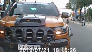 Mức phạt nào cho tài xế chạy xe bán tải ngược chiều ngang ngược?