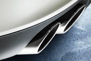 Đánh giá xe Maserati Ghibli S có cụm ống xả kép làm bằng kim loại sang trọng.