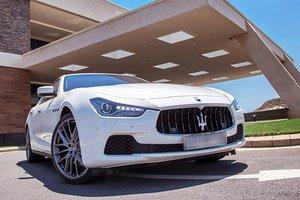 Đánh giá xe Maserati Ghibli S có hệ thống hút gió và tản nhiệt hiện đại.
