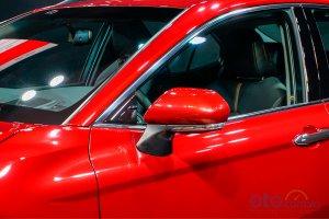 Đánh giá xe Toyota Camry 2019: Gương chiếu hậu dịch chuyển xuống thân xe.