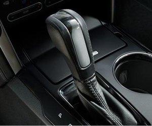 Đánh giá xe Ford Explorer 2019: Cần gạt số.