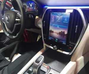 Đánh giá xe VinFast LUX SA2.0: Khu vực bảng điều khiển trung tâm..