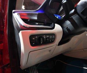 Đánh giá xe VinFast LUX SA2.0: Các nút điều khiển sau vô-lăng,,