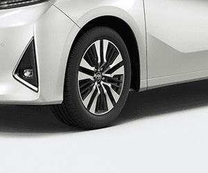 Đánh giá xe Toyota Alphard Luxury 2019: Thiết kế đèn sương mù hình tam giác lạ mắt 1