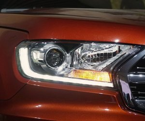 Đánh giá xe Ford Everest Titanium 2.0L Bi-Turbo 2019: Đèn pha.