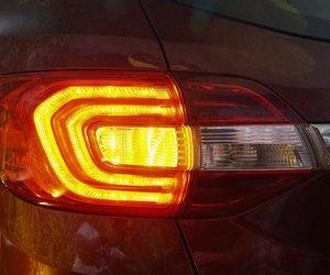Đánh giá xe Ford Everest Titanium 2.0L Bi-Turbo 2019: Đèn hậu.