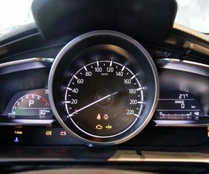 Ảnh chụp cụm đồng hồ xe Mazda 2 2019-2020