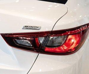 Ảnh chụp đèn hậu xe Mazda 2 2019-2020