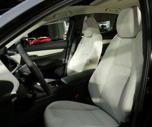 Đánh giá xe Mazda 3 2019: Hàng ghế trước.