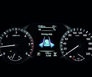 Ảnh chụp cụm đồng hồ sau lái xe Nissan Terra 2019 bản số sàn