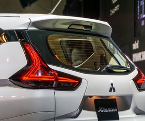 Ảnh chụp đèn LED phanh trên cao xe Mitsubishi Xpander 2018 màu trắng