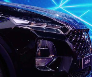 Ảnh chụp lưới tản nhiệt xe Hyundai Santa Fe 2019 màu đen