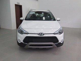 Cần bán xe Hyundai i20 Active năm sản xuất 2017, màu trắng