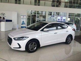 Bán ô tô Hyundai Elantra sản xuất năm 2018, màu trắng, giá tốt