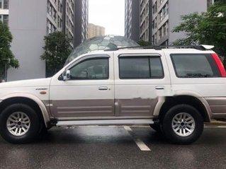 Cần bán gấp chiếc Ford Everest MT máy dầu màu trắng, xe giá mềm