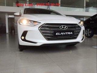 Bán Hyundai Elantra năm sản xuất 2019, màu trắng, xe nhập, giá tốt