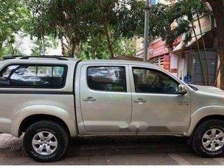 Cần bán Toyota Hilux năm sản xuất 2012, xe số sàn, máy dầu