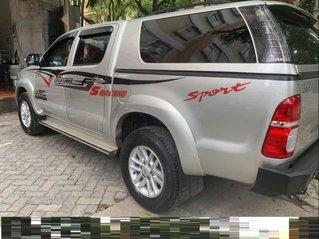 Cần bán xe Toyota Hilux số sàn máy dầu, đời 2015, xe chính chủ sử dụng còn mới, động cơ ổn định