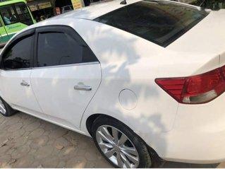 Cần bán Kia Forte năm sản xuất 2011, màu trắng còn mới