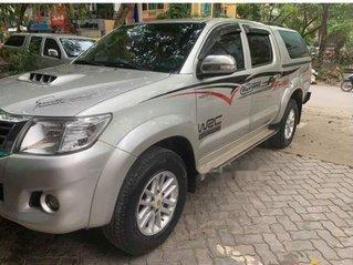 Cần bán gấp Toyota Hilux năm sản xuất 2015, màu bạc, xe nhập