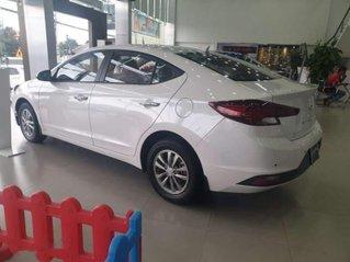 Bán xe Hyundai Elantra sản xuất 2019, màu trắng