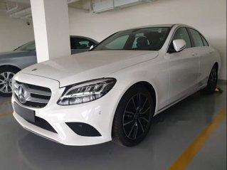 Bán Mercedes C200 đời 2019, màu trắng