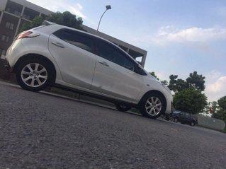 Cần bán gấp Mazda 2 đời 2012, màu trắng còn mới