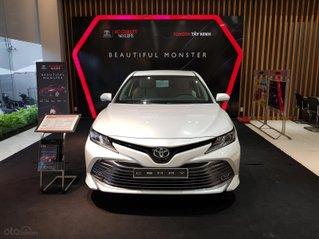 Cần bán xe Toyota Camry sản xuất năm 2020, màu trắng