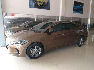 Bán Hyundai Elantra năm sản xuất 2017, màu vàng còn mới